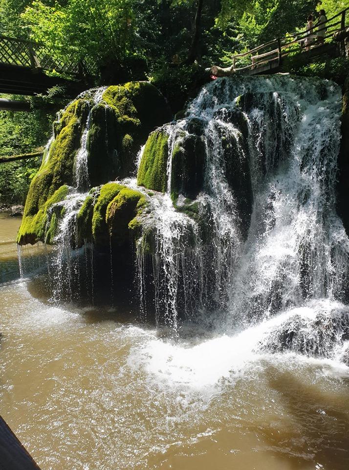 Cascadă Bigar ,locul unde o prințesă s-a pierdut în peșteră.