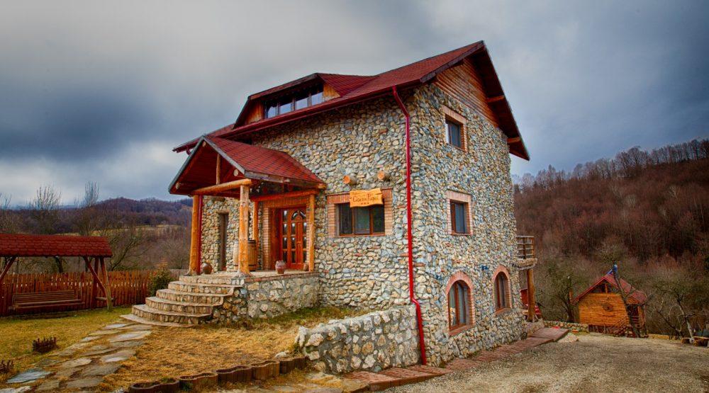 La Casa din Piatra ,beneficiezi de relaxare în natură