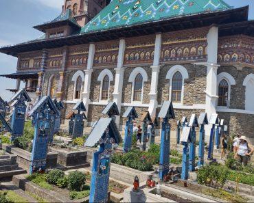 Un cimitir-muzeu unic în lume,vezi 15 sculpturi,de la la Cimitirul Vesel din Sapanta